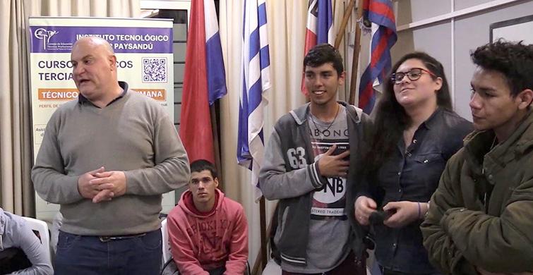 Estudiantes de UTU-Artigas presentaron proyecto de audiolibro en el ITS Paysandú