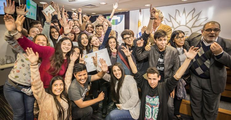 """Jóvenes ganadores del Premio Iberoamericano de Educación en Derechos Humanos """"Óscar Arnulfo Romero"""""""