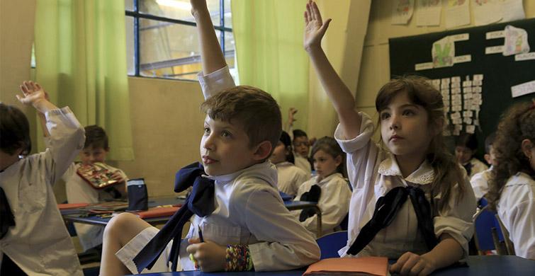 Niñas y niños de diez escuelas del país accederán a enseñanza de Francés desde el 2019