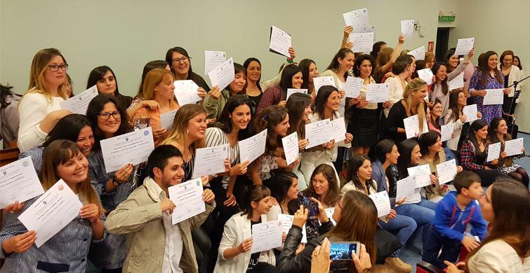 ANEP entregó certificados de Asistente Técnico en Primera Infancia y acreditaciones en Inglés