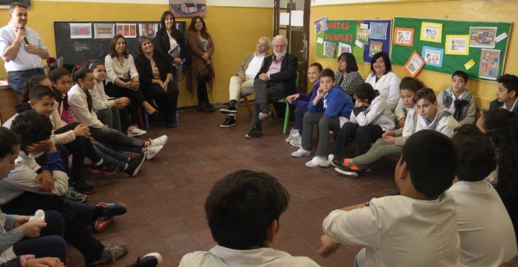 Pedagogo italiano Francesco Tonucci mantuvo fecundo coloquio de aprendizaje con escolares
