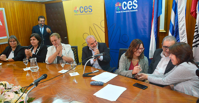 Ana Olivera asumió en Secundaria, apostando a la protección de trayectorias y la descentralización