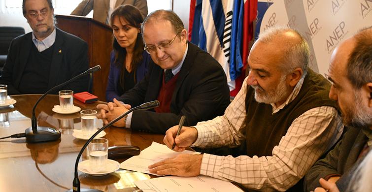 Convenio entre ANEP y PEDECIBA acercará a 350 estudiantes a la ciencia