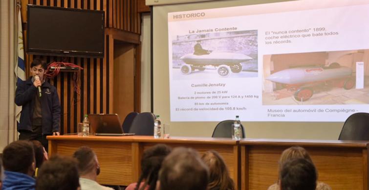 UTU capacita a sus estudiantes de mecánica para que puedan trabajar con autos eléctricos
