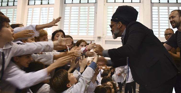 La música de Bahía conquistó la Escuela Brasil