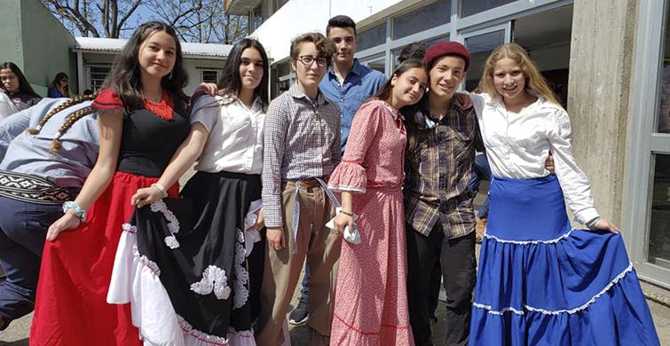 Músicay danzas típicas para celebrarel patrimonio en el Liceo N°2 de Minas