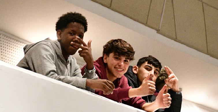 Proyectos de jóvenes abordan la historia, el medioambiente y la solidaridad