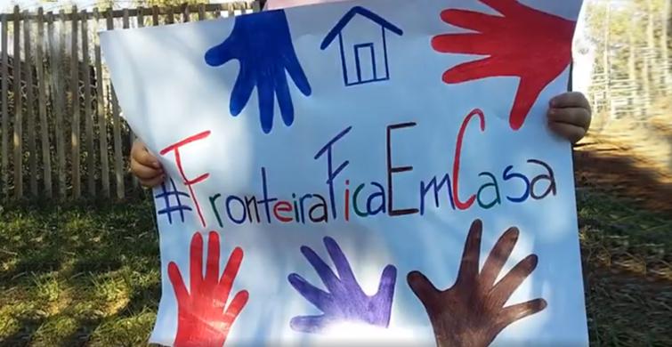 Niños y niñas de la escuela N°79 protagonizan campaña #Fronteiraficaemcasa