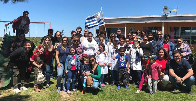 Estudiantes del Programa Uruguay Estudia de Melo fabrican juguetes para Escuela rural